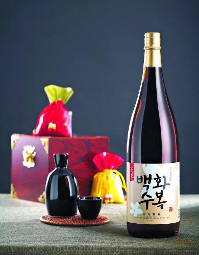 [특별한 설 선물-롯데주류] 국산 쌀, 저온발효 후 숙성시킨 청주 기사의 사진