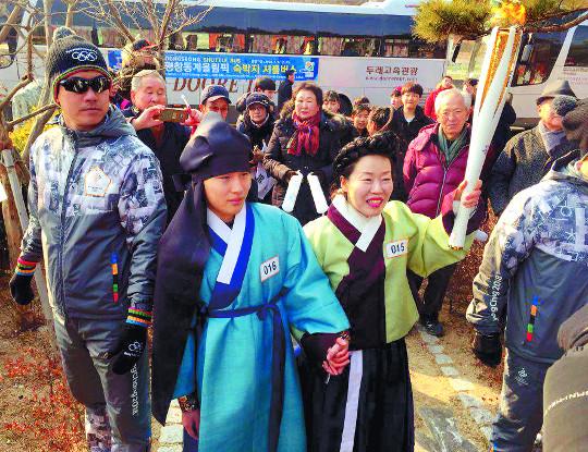 100일 여정 올림픽 성화 9일 평창 입성 기사의 사진