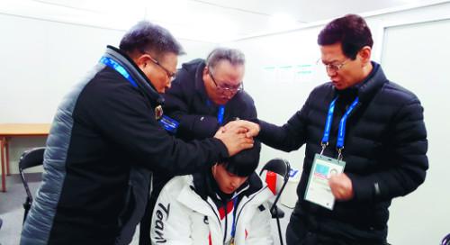 """""""목사님 기도해 주세요"""" 올림픽 성화만큼 영성 뜨겁다 기사의 사진"""