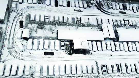 [포토] 광주·전남 대설주의보… 눈 쌓인 주차장 기사의 사진