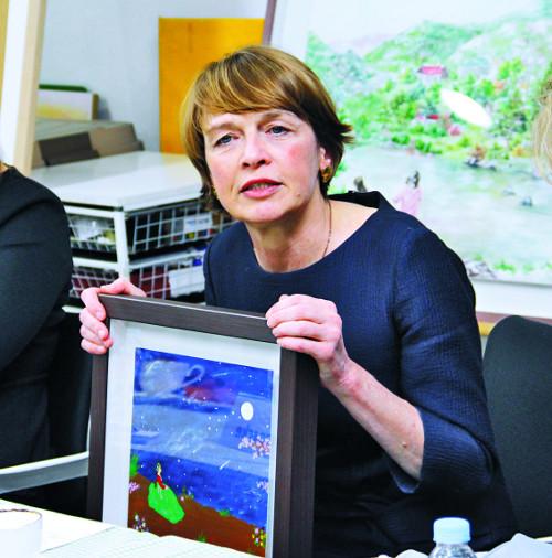 """독일 대통령 부인 엘케 뷔덴벤더 """"독일은 통일로 더 많은 자유·풍요 누려"""" 기사의 사진"""