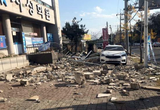 """""""포항 떠나려고"""" """"아들이 이사하래""""… 지진에 지친 시민들 기사의 사진"""