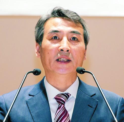 논란됐던 '성희롱 발언' 사과  민중기 서울중앙지법원장 취임 기사의 사진