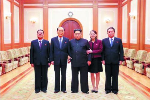 [투데이 포커스] 北 '남매정치' 과시… 김정은, 김여정 보고에 '대만족' 기사의 사진