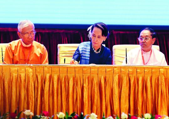 [포토] 미얀마 정부, 소수 민족 무장단체와 휴전 협정 기사의 사진