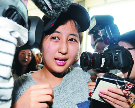 '국정농단' 최순실 징역 20년 받았는데 최대 수혜자 정유라는 '감감' 기사의 사진