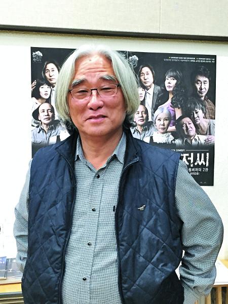 이명행 이어 이윤택도 성추행… 연극계 '미투' 폭발 기사의 사진