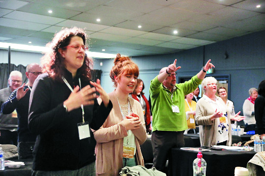 영국에 '한국의 열정적 기도' 전수하다 기사의 사진