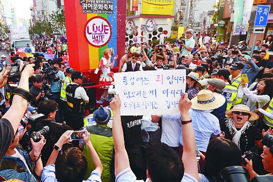 [미션 톡!] 자연스러운 감정마저 '혐오'로 낙인… 표현의 자유 봉쇄 기사의 사진