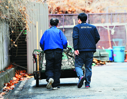 [단독] 잠실야구장 '현대판 노예' 몰랐다지만… 서울시 사업소, 고용주는 알고 있었다 기사의 사진