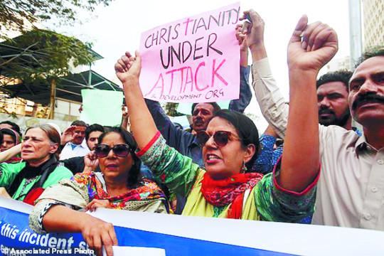 파키스탄, 모든 공문서에 종교 기입 의무화 기사의 사진