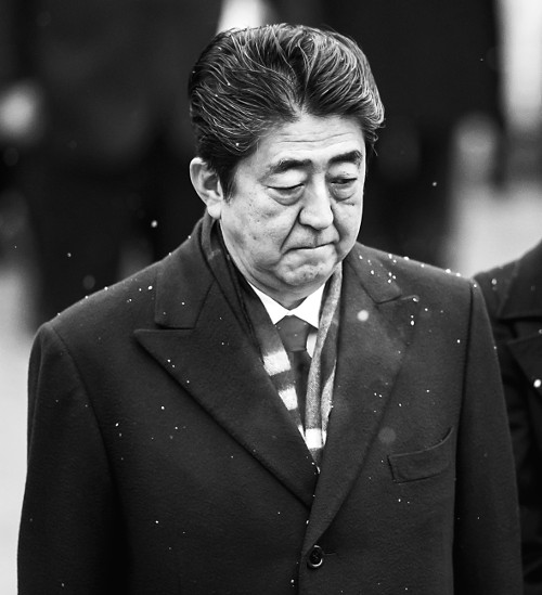 아베, 재무성 문서 조작 사죄… 아소 사퇴는 거부 기사의 사진