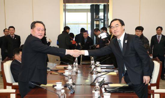 남북 '훈풍'에 경제협력 재개 기대감 '솔솔' 기사의 사진