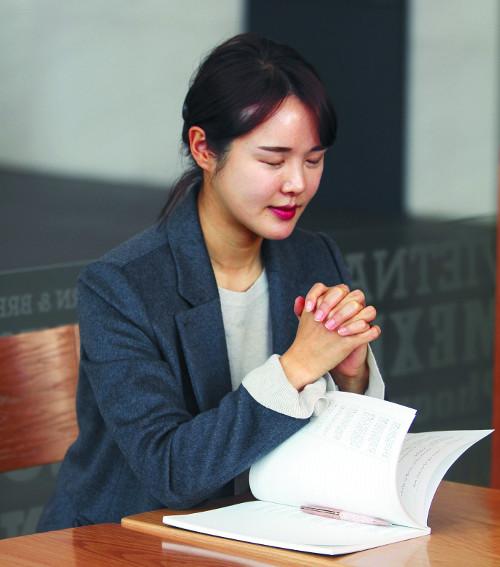 """[일과 신앙] """"좌절 극복 힘 얻은 성경 읽는 게 좋아 필사에 도전했다가 새벽기도 중 영감"""" 기사의 사진"""