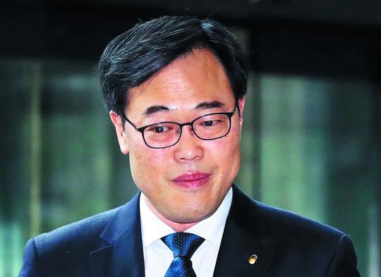 [단독] 우리은행에 유독 친절했던 '저승사자'… 檢 '김기식 외유' 곧 수사 착수 기사의 사진