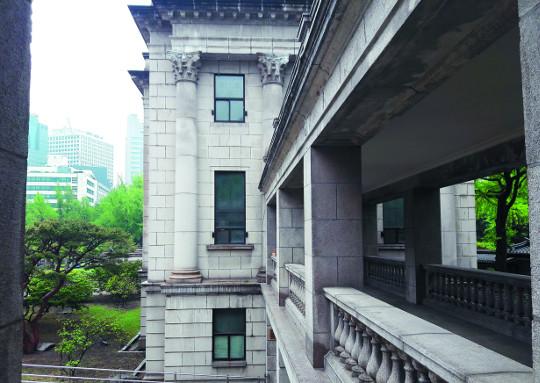 '비운의 미술관' 80돌… 건축물 미학·걸작 풀어놓다 기사의 사진