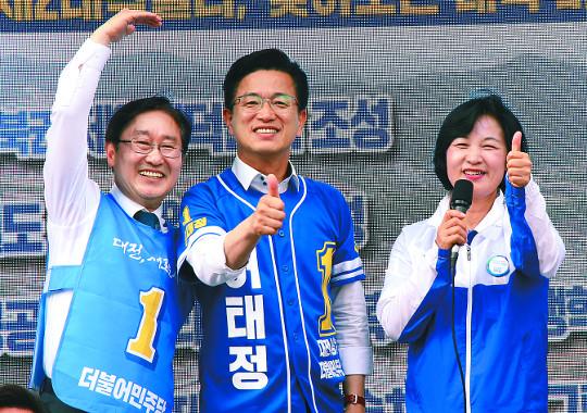 경부선 탄 秋, 온라인 유세 洪, 각개격파 朴·劉 기사의 사진