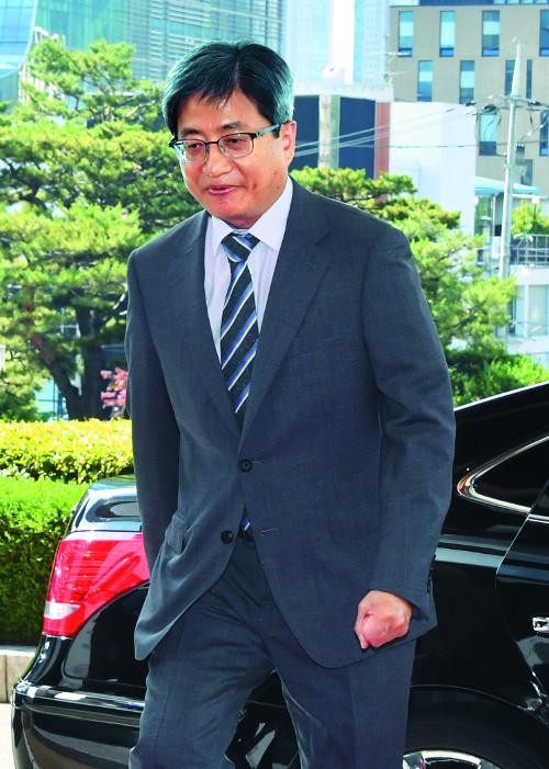 '사법행정권 남용' 다시 공 받은 김명수 대법원장 기사의 사진