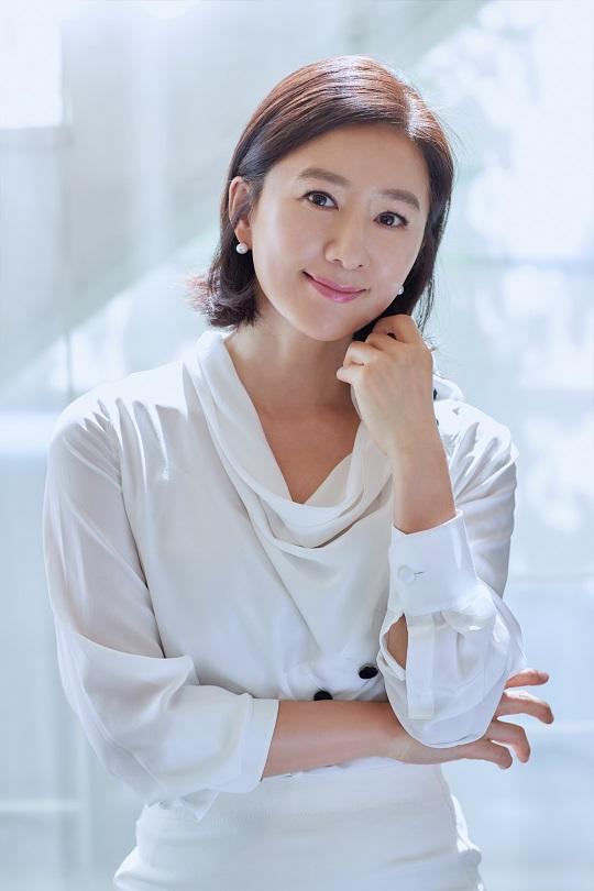 """김희애 """"내 전성기는 지금부터, 나이 들수록 화려해져"""" [인터뷰] 기사의 사진"""
