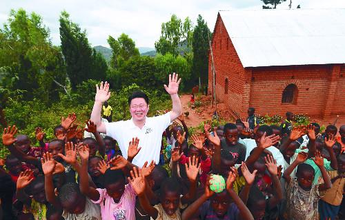 """[밀알의 기적] """"선한 사마리아인 지어준 학교·병원서 어둠 밝힐 힘 얻어요"""" 기사의 사진"""