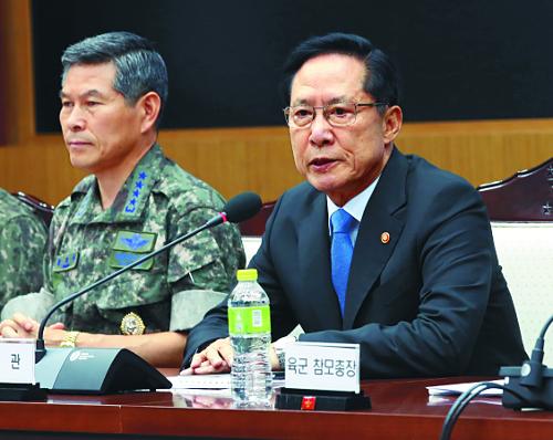 장성 성폭력에 임무 중 소위 실종…  격노한 송영무 '군기잡기' 나섰다 기사의 사진
