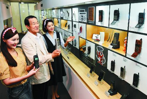 [포토] 대한민국 휴대전화 30주년 기념 특별전 기사의 사진