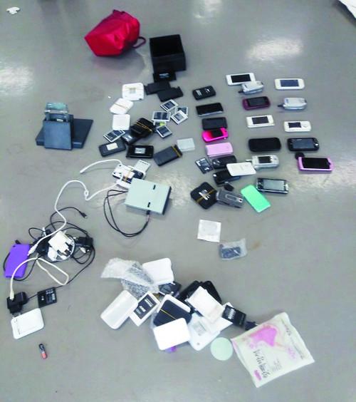 특검, 드루킹 사무실 쓰레기서 휴대전화 21개·유심칩 발견 기사의 사진