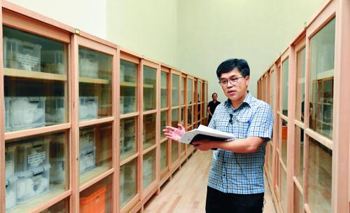 빗살무늬 토기, 신라 금관, 김홍도 풍속도… 보물창고가 열렸다 기사의 사진
