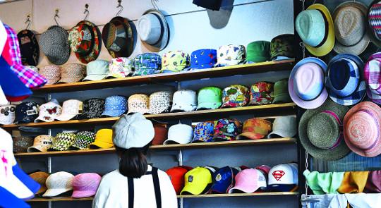 [포토 카페] 어떤 모자가 좋을까 기사의 사진