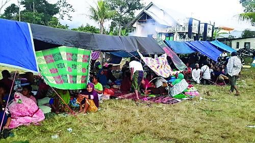지진 피해 인도네시아 긴급 구호 기사의 사진
