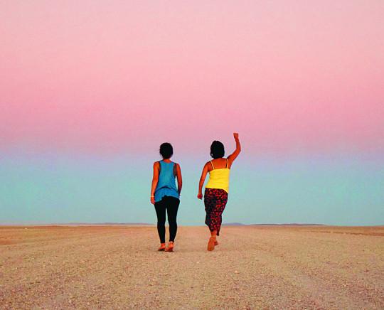 [책속의 컷] 서른 살 두 친구의 718일·24개국 좌충우돌 여행기 기사의 사진