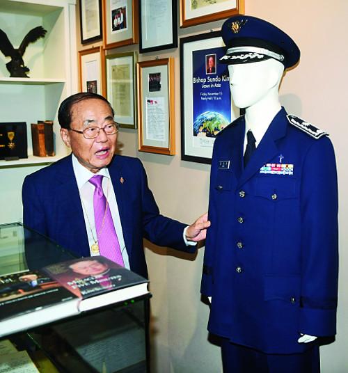 """[역경의 열매] 김선도 <18> """"군대는 선교 어장"""" 권유 받고 공군 군목 지원 기사의 사진"""