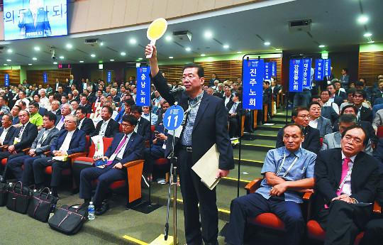 """총회 """"세습금지법 유지해야"""" 결정, 명성교회 관련 법 해석 논쟁 끝 투표 기사의 사진"""