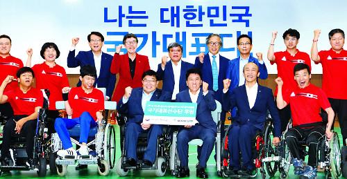 하나銀, 장애인 아시안게임 선수단에 후원금 5억 전달 기사의 사진