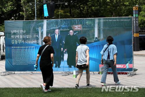 [단독] 문 대통령과 김정은, 정상회담에서 '군사공동위' 가동 합의할 듯 기사의 사진