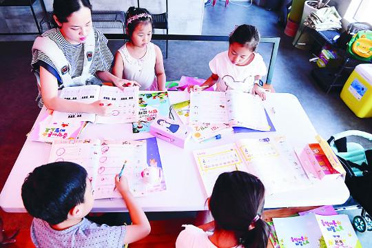 [하나님의 선물 아이 좋아] '교회 공간 제공+부모 재능 기부+지자체 운영비 지원' 3박자 공동육아 기사의 사진