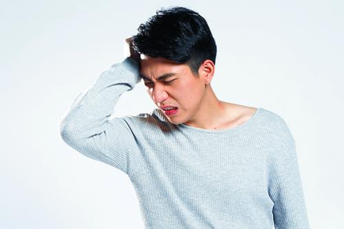 [And 건강] '군발 두통', 송곳으로 찌르는 듯한 심한 통증에 눈물·콧물 기사의 사진