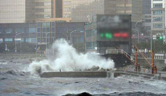 태풍 콩레이 통영 상륙… 부산 강풍 속 피해 잇따라 기사의 사진