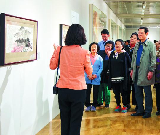 [포토] 북한미술 작품 감상 기사의 사진