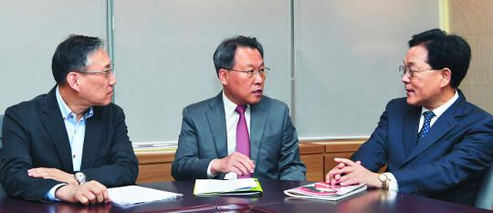 """""""문재인-아베 韓·日 신공동선언을 기대한다"""" 기사의 사진"""