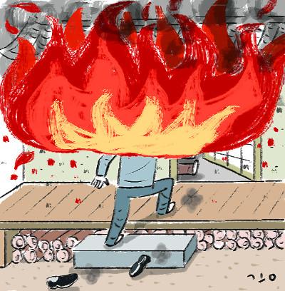 불길 속 부모님 구하려던 50대 아들, 팔순 아버지와 함께 '안타까운 죽음' [사건 인사이드] 기사의 사진