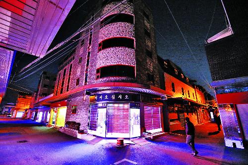 [And 지역 리포트] 자갈마당 '100년 홍등' 끄고 '재생 빛' 밝힌다 기사의 사진