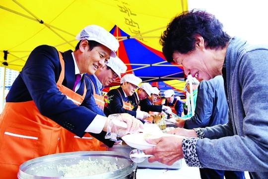 '사랑의 점심' 100만 그릇 넘었어요 기사의 사진