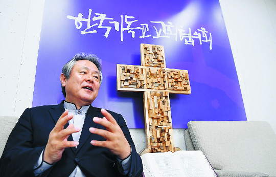 [한반도 평화와 통일을 여는 사람들 (7)] 이홍정 NCCK 총무 기사의 사진