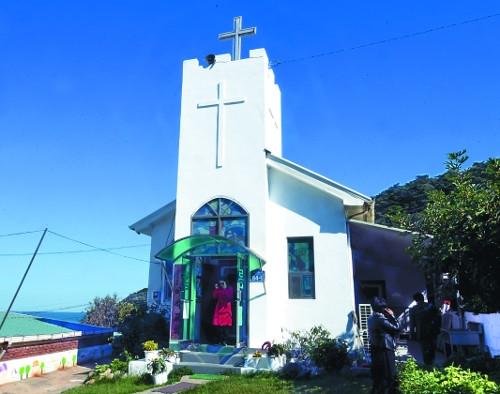 [현장] 섬마을 교회에 울려퍼진 가을밤 '클래식 선율' 기사의 사진