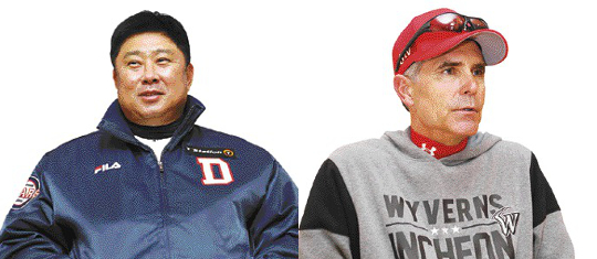 '형님' 김태형 VS '친구' 힐만… 외유내강 두 명장 대결 기사의 사진