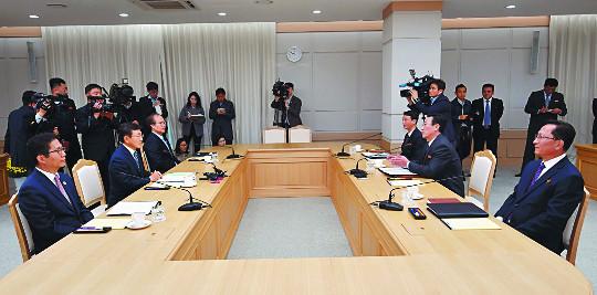 """남북 11년 만에 보건 회담, """"무병장수""""가 공통구호 기사의 사진"""
