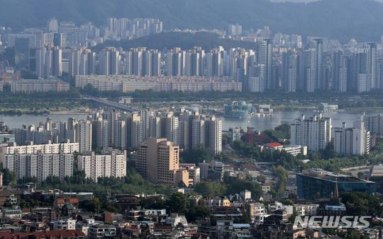 60주 만에 상승 멈춘 서울 아파트값, 고강도 정부 대책 효과 기사의 사진