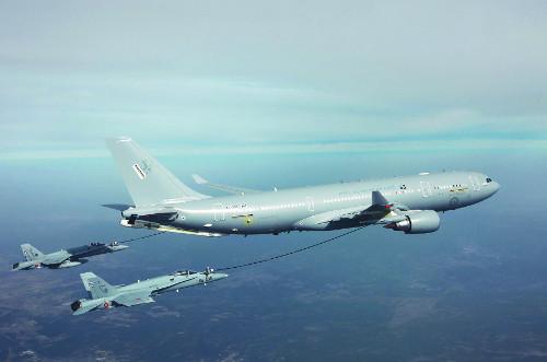 공군 1호 공중급유기 12일 도착 기사의 사진