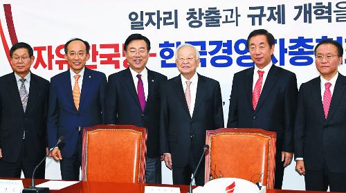 한국당은 지금 '세미나 정치'… 당권 주자들 '액션 경쟁' 기사의 사진